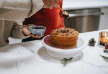How to Airbrush Cake Easily